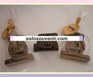 Souvenir Pernikahan Tempat Pensil Gitar Kayu