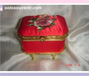 Souvenir Pernikahan tempat pehiasan bordir