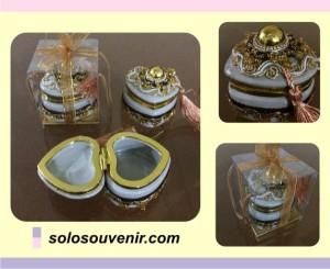 Souvenir Pernikahan Perhiasan Box Jurai