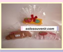Souvenir Pernikahan towel Croissant Strawberry ( 02 )