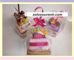 Souvenir Pernikahan towel tart fruity kotak ( TC 14 )
